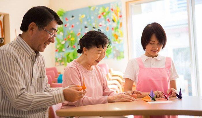 高齢者対応マンションから同じ建物の介護付き有料老人ホームへ。高額だけど、すべてに満足【介護施設探しの体験談】