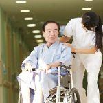 施設探しには家族が入居している人の情報が何より役立つ【介護施設探しの体験談】