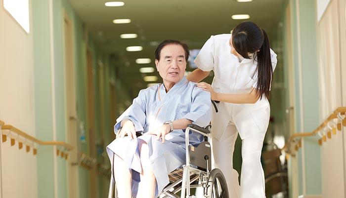 時間がない状況では、入居条件の厳しい特養は選択肢にはできなかった【介護施設探しの体験談】