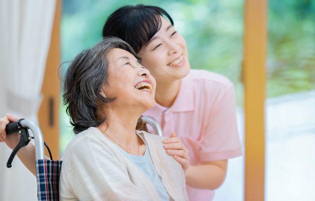 老人保健施設で自宅復帰をめざしてリハビリを行いながら、今後の選択肢を検討しています【介護施設探しの体験談】