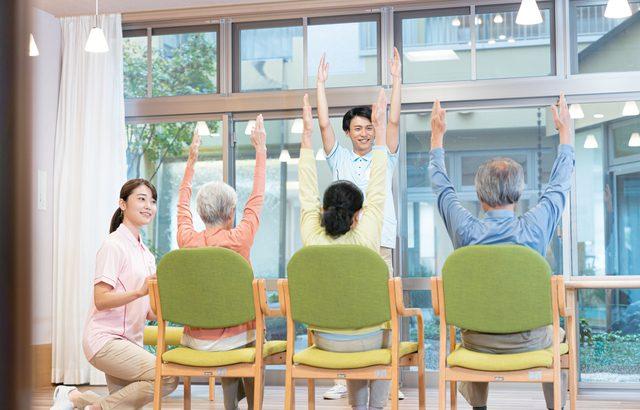 スタッフの対応と一緒に暮らす入居者と仲良くなれるかが施設選びのポイント【介護施設探しの体験談】