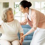 同世代が多い施設での暮らしを楽しむ母の様子がとても嬉しい【介護施設探しの体験談】
