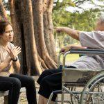 施設へ入居し、人との関わりや専門的介護を受けたことで精神的安定が得られた【介護施設探しの体験談】