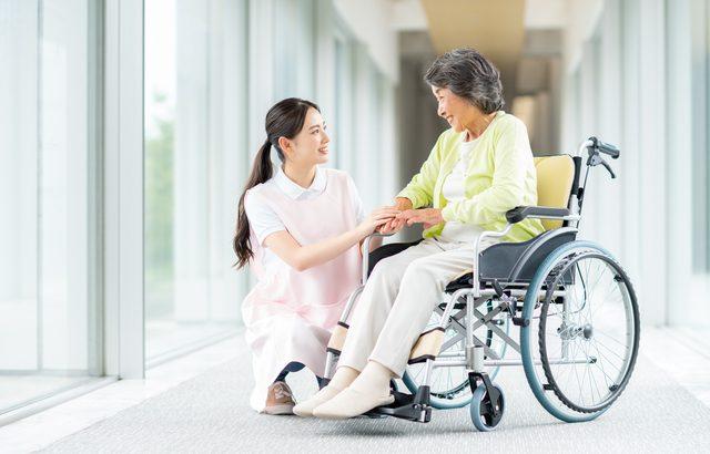 介護保険が適用されても月々30万円もかかる費用が必要【介護施設探しの体験談】
