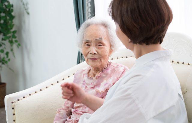 「家族が介護施設に入居する」=「介護の放棄」ではない【介護施設探しの体験談】