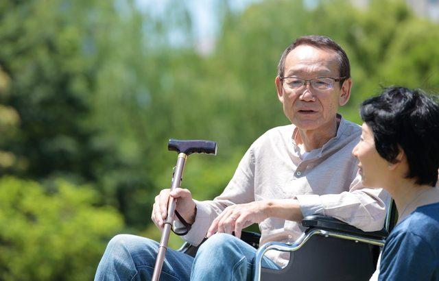 自宅介護で退職もやむない状況。それでも施設に入居させたことに心を痛めた【介護施設探しの体験談】