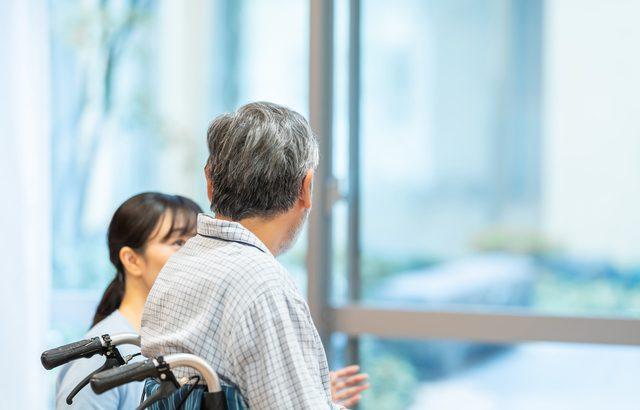 「迷惑をかけ続けるから老人ホームに入りたい」という義父の一言から始まった施設探し【介護施設探しの体験談】