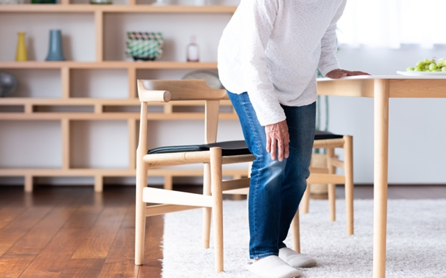 腰椎椎間板ヘルニアを発症。取れない足のしびれに一喜一憂する毎日…【体験談】