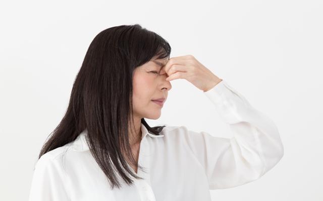 目のしょぼしょぼやかすみは加齢で起こりやすくなるドライアイが原因!【体験談】