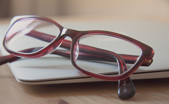 ひどい眼精疲労が遠近両用眼鏡で解決!  使い心地リポート【体験談】