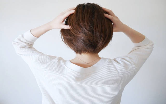 更年期の抜け毛・薄毛が気になる…解決法は意外なことだった!【体験談】