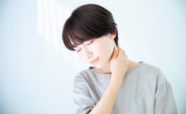 「関節が痛い…」関節痛は加齢が原因?それとも病気?【医師監修】