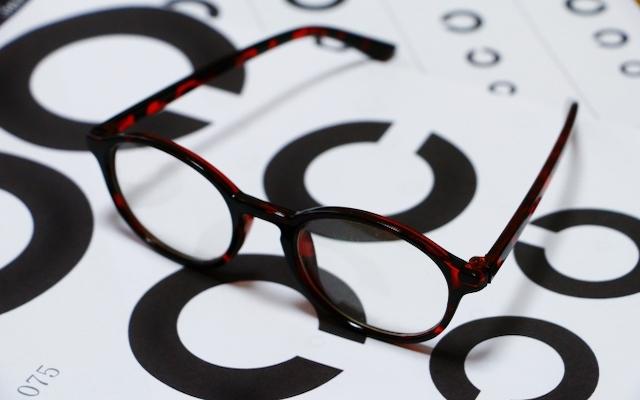 えっ、43歳で老眼!老眼と診断されるまでに起きた症状と検査【体験談】