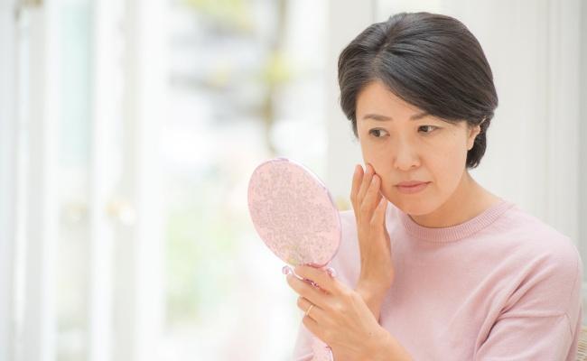 インナードライ肌が改善!皮膚科医にすすめられた年齢肌ケア【体験談】