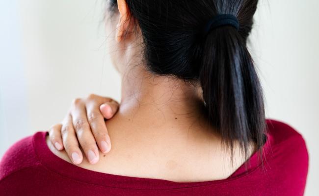 これも更年期症状?首や肩の凝りがひどいときは?【更年期の基礎知識5】