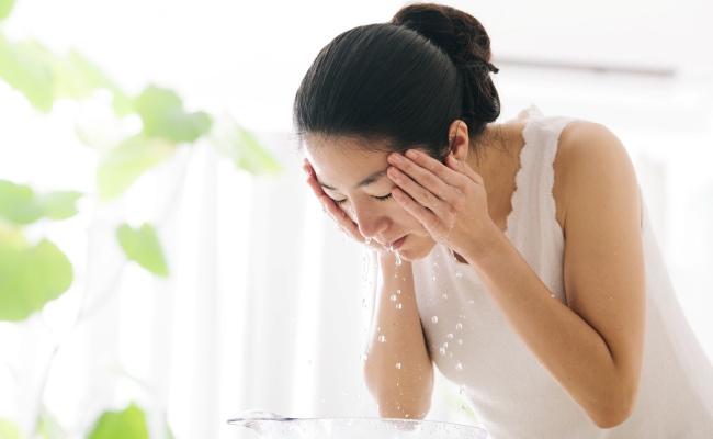 皮膚科医がすすめる洗顔方法で毛穴が閉じてもちもち肌に変身!【体験談】