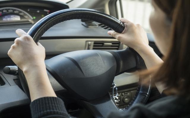 夕方、信号がよく見えず運転が怖い!私のかすみ目改善策とは【体験談】