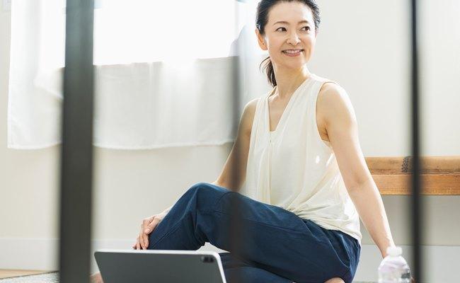 【医師が回答】閉経後、更年期症状はラクになるの?快適な過ごし方は?