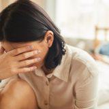閉経前後はセックスが痛い?腟は使わないと小さく干からびる?【医師回答】