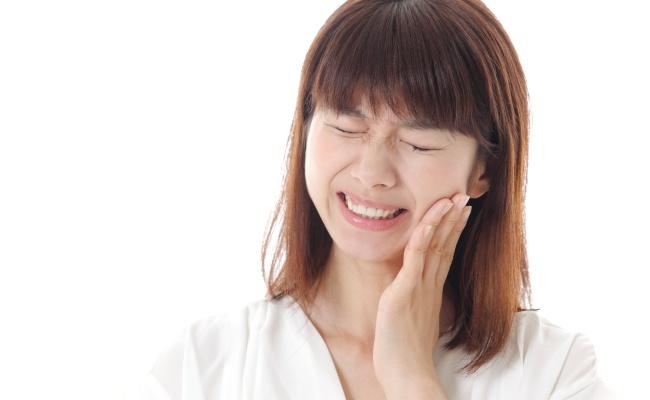 「歯がしみる…」しつこい知覚過敏が歯科専売の歯磨剤で激減 【体験談】