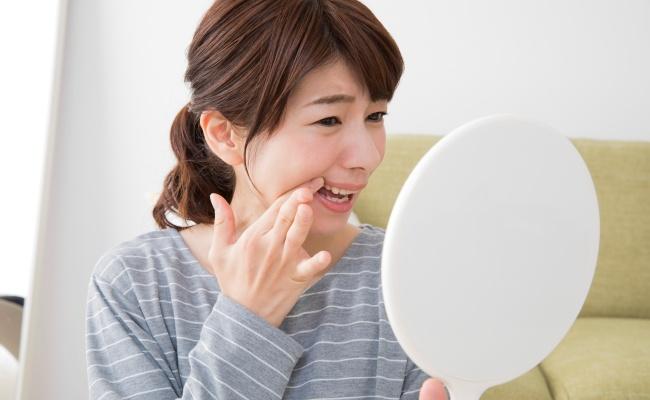 「歯がしみる…」つらい知覚過敏はなぜ起こる?対処法は?【医師解説】